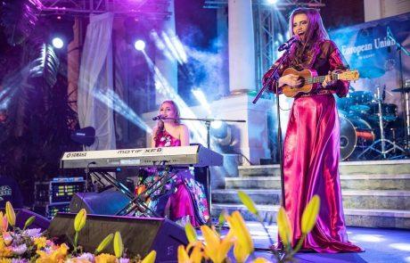 Ukulele Cover Duo Ukitas